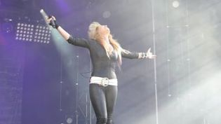 Lita Ford rockin' the place!